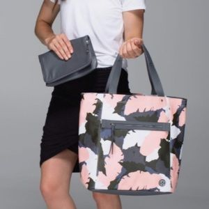 Lululemon out and about bag
